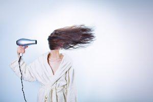 להחליק את השיער - מבלי לגרום לו נזק