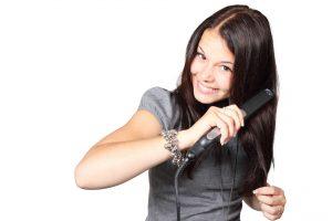 להחליק את השיער מבלי לגרום לו נזק