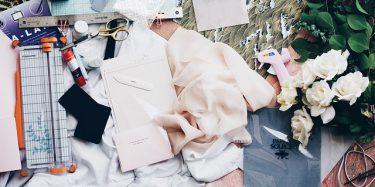 הדרך לעיצוב אופנה מתחיל בבסיס: כל הציוד שצריך כדי להתחיל